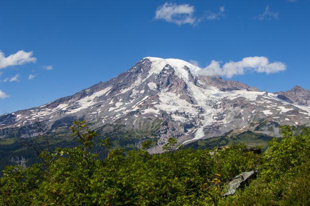 Núi Rainier là ngọn núi cao nhất Washington.