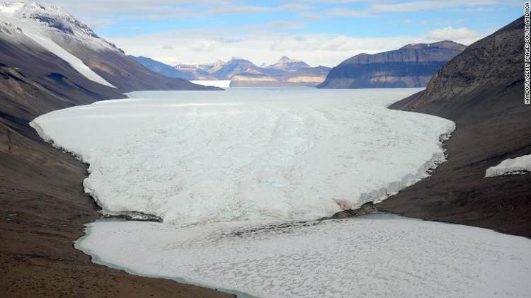 Việc tìm kiếm những hóa thạch tại Nam Cực diễn ra ở dãy núi Transantarctic