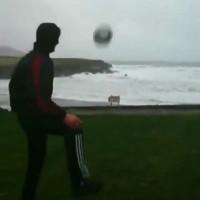 Video: Đá bóng vào cơn bão hủy diệt và cái kết kinh ngạc