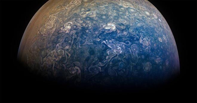 Đây là tàu vũ trụ duy nhất từng bay quay các địa cực của sao Mộc.