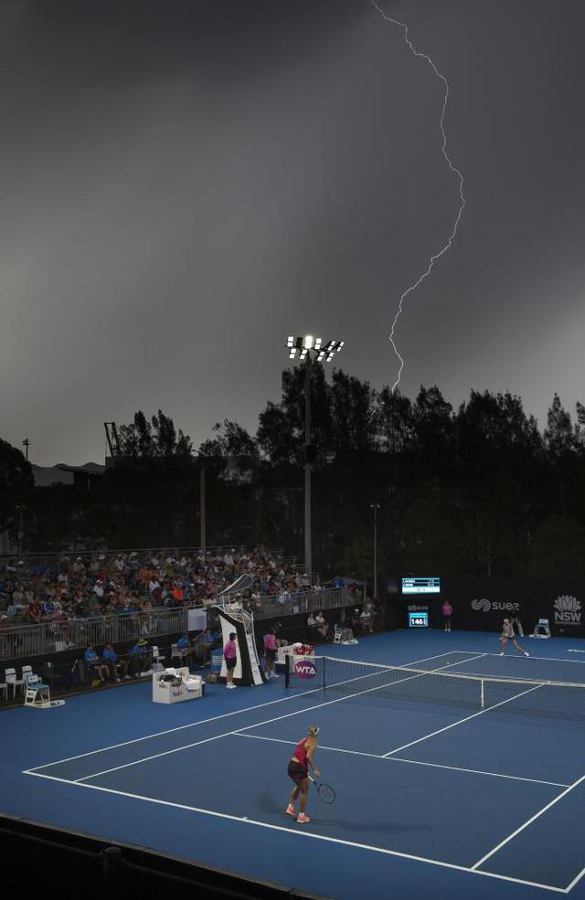 Giải quần vợt quốc tế Sydney bị gián đoạn do sét