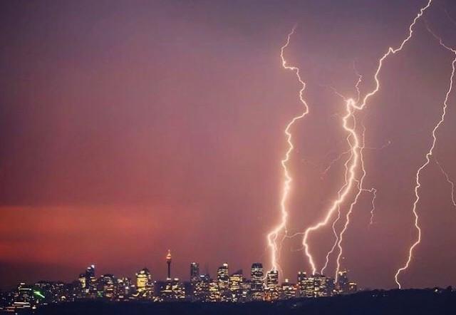 Hình ảnh sét đánh ở Sydney do người dân chụp và chia sẻ