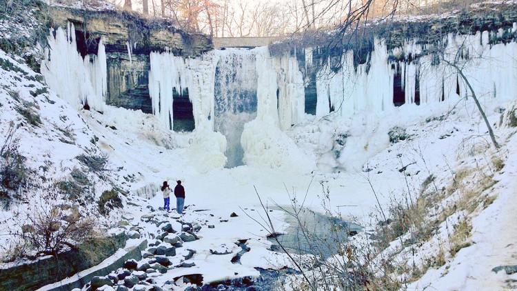 Khung cảnh ấn tượng tại thác Minnehaha trong đợt lạnh kỷ lục.