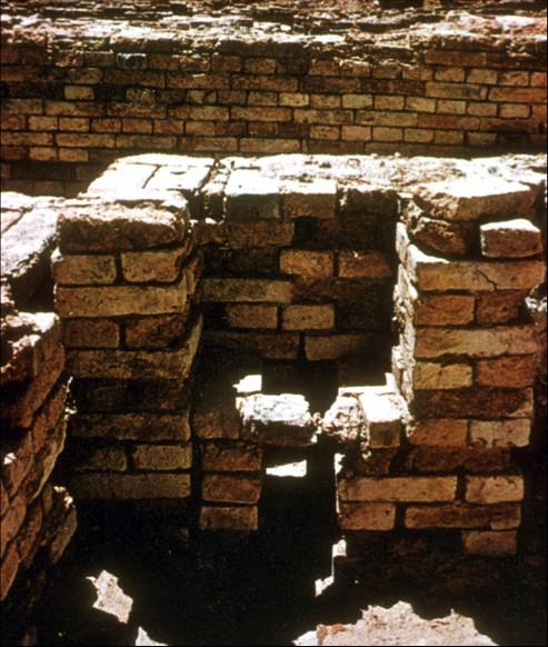Chiếc bồn cầu vệ sinh đầu tiên do toilet Monhenjo - daro sáng tạo ra.