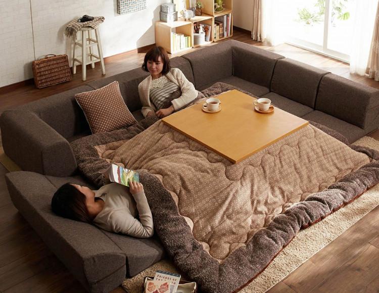 Một chiếc kotatsu thời hiện đại.