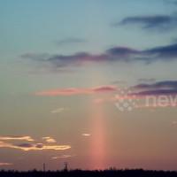 Video: Cột sáng đỏ dựng đứng trên bầu trời Nga