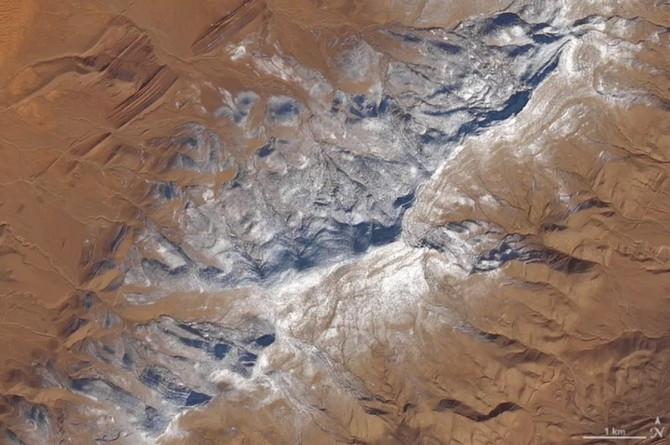 Ảnh vệ tinh ghi nhận một vùng đất rộng lớn bị bao phủ bởi tuyết trắng.