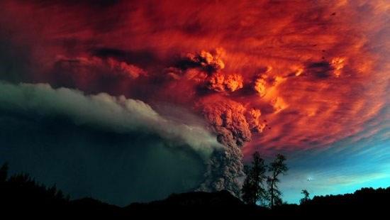 Núi lửa phun trào dữ dội