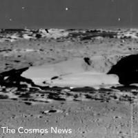 Xôn xao cảnh tàu vũ trụ ngoài hành tinh phơi xác trên Mặt trăng