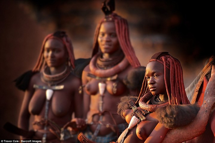 Vẻ đẹp hoang dại của phụ nữ Himba.
