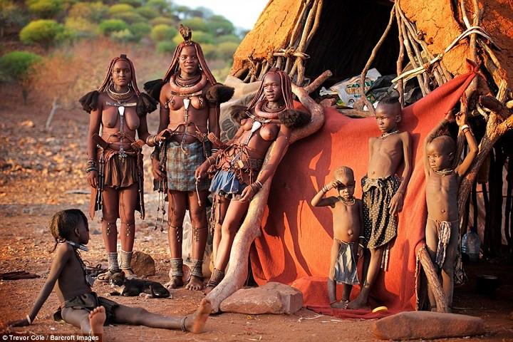 Bộ lạc Himba sống chủ yếu ở Kaokoland thuộc khu vực Kunene, phía Bắc Namibia