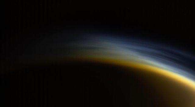 """""""Hoàng hôn sương mù"""" trên mặt trăng Titan"""
