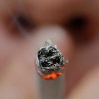 Chỉ thử 1 điếu thuốc, 2/3 người đã nghiện