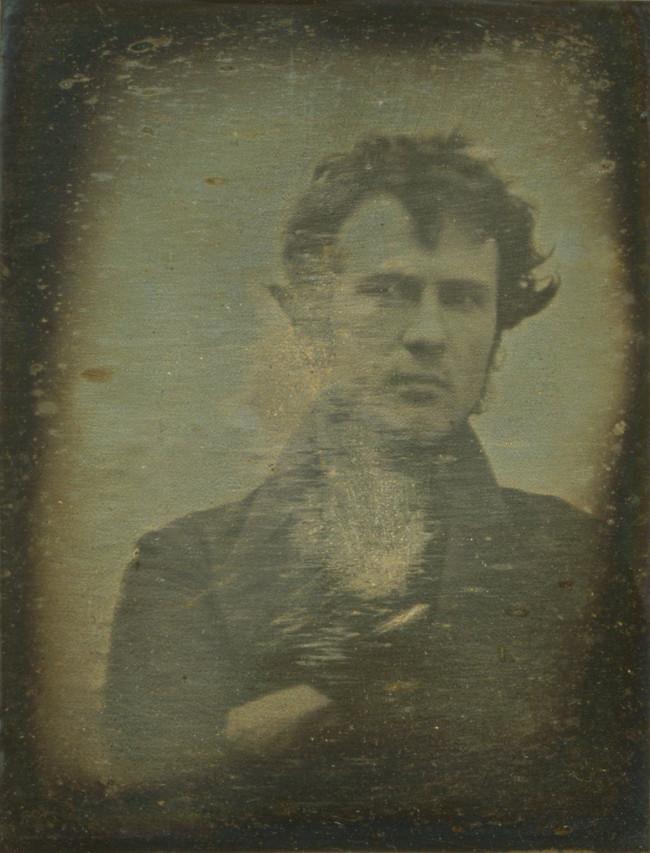 """Ảnh """"tự sướng"""" của Robert Cornelius – bức ảnh tự sướng đầu tiên được chụp tại Mỹ."""