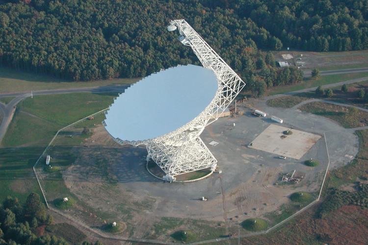 Kính thiên văn radio Green Bank tại Tây Virginia.