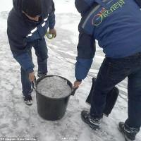Tuyết đen xì bất ngờ xuất hiện ở Kazakhstan