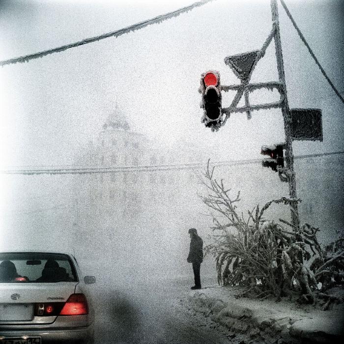 Đường phố mờ sương giá ở Yakutsk.
