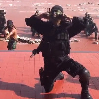 Video: Bộ trưởng Quốc phòng Mỹ xem lính Indonesia uống máu rắn