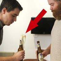 Lý giải hiện tượng bia sủi bọt khi bị đập vào miệng chai