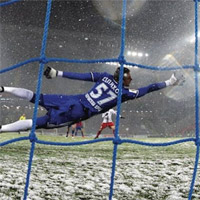 Ảnh hưởng của thời tiết lạnh giá tới thủ môn