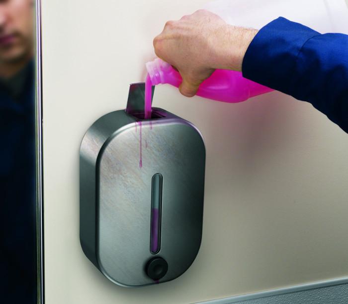 Bình phun xà phòng rửa tay nhiễm khuẩn nặng hơn chúng ta tưởng.