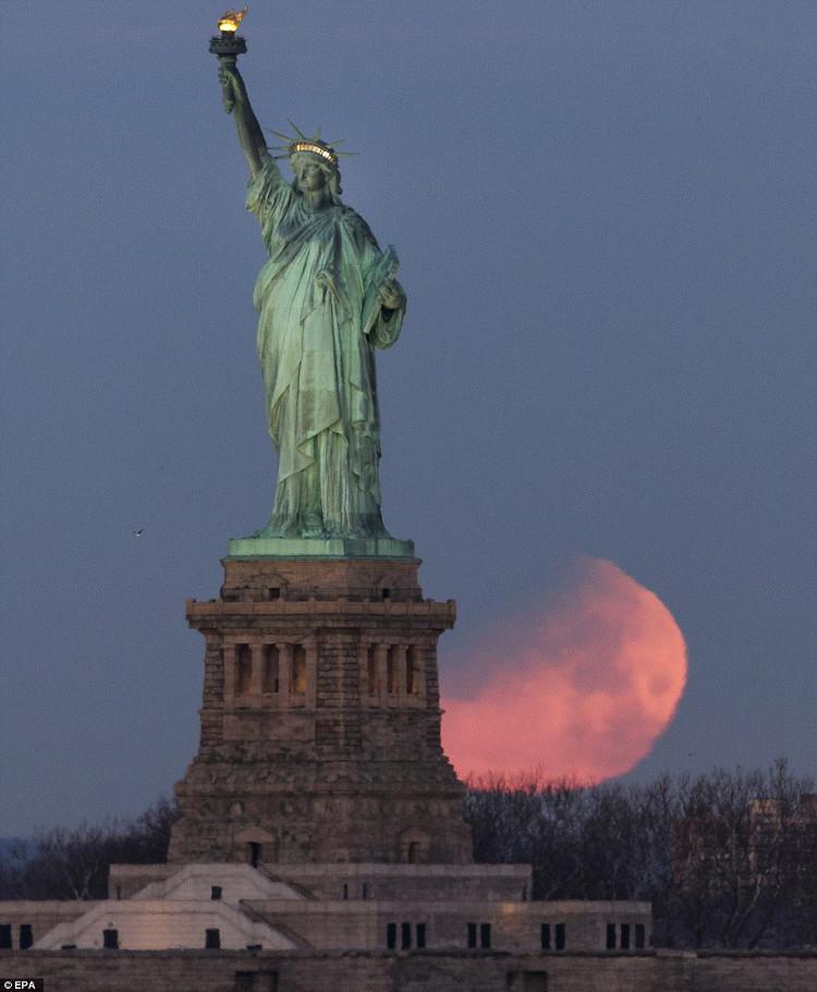 Trăng máu tại New York.