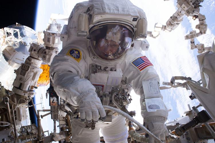 Phi hành gia người Mỹ Peggy Whitson đang giữ nhiều kỷ lục về đi bộ trong không gian.