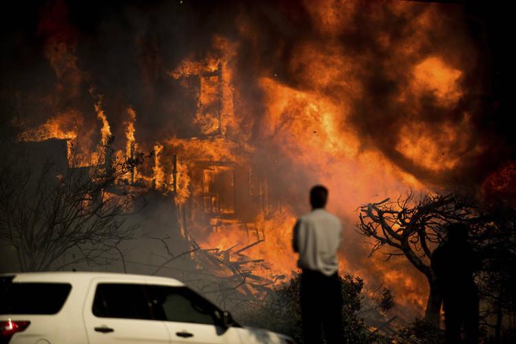 Nhiều vụ cháy rừng lớn xảy ra ở Nam California vào tháng 12/2017.