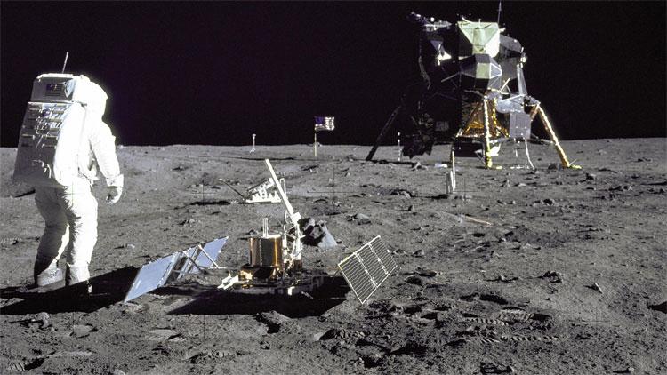 Việc con người đặt chân lên Mặt Trăng trở thành cột mốc đáng nhớ trong lịch sử