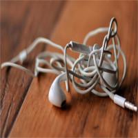 Vì sao cuộn dây tai nghe của bạn luôn tự rối bù lên dù chẳng động vào bao giờ?