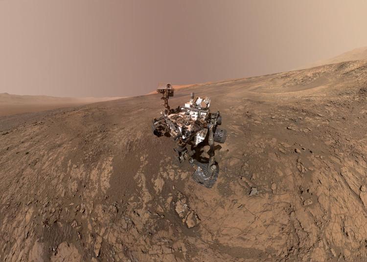 """Robot thăm dò của NASA tranh thủ """"tự sướng"""" trên sao Hỏa"""