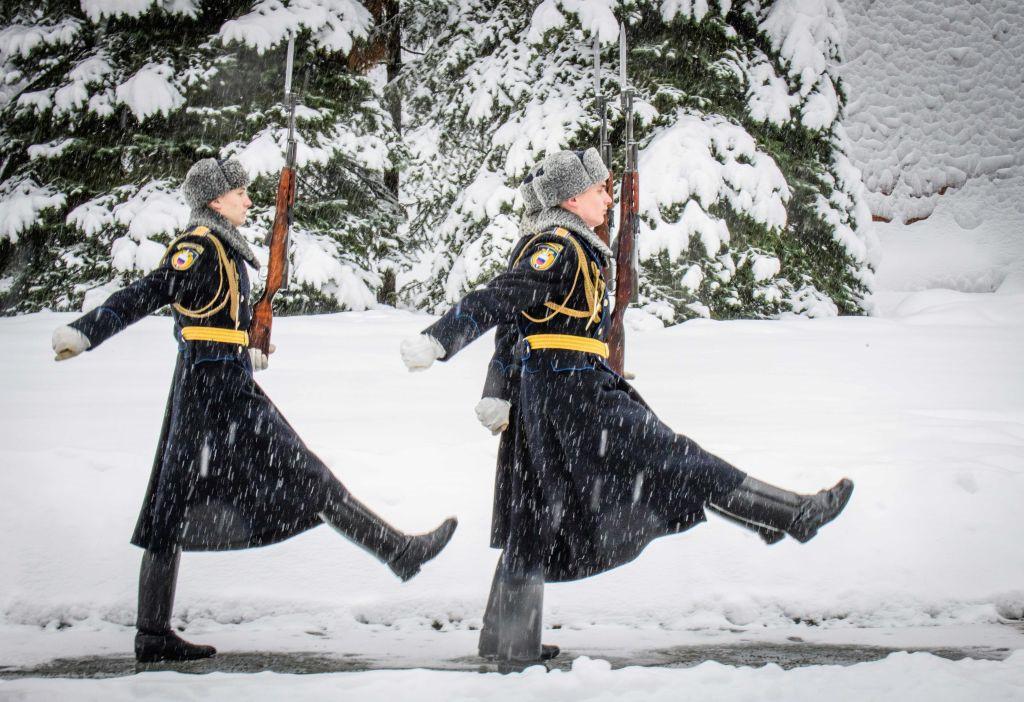 Một số đơn vị quân đội được điều động để giúp dọn tuyết tại Moscow và khu vực lân cận.