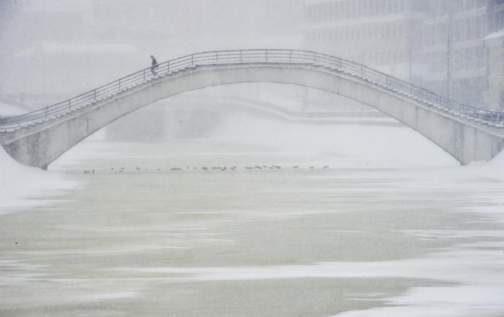 """Thủ đô Moscow, Nga ngày 4/2 đã chìm trong một """"tấm chăn tuyết""""."""