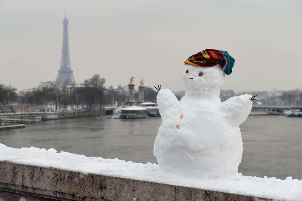 Người dân Paris tỏ ra bị động và bất ngờ bởi thiếu dự báo và sự chuẩn bị.