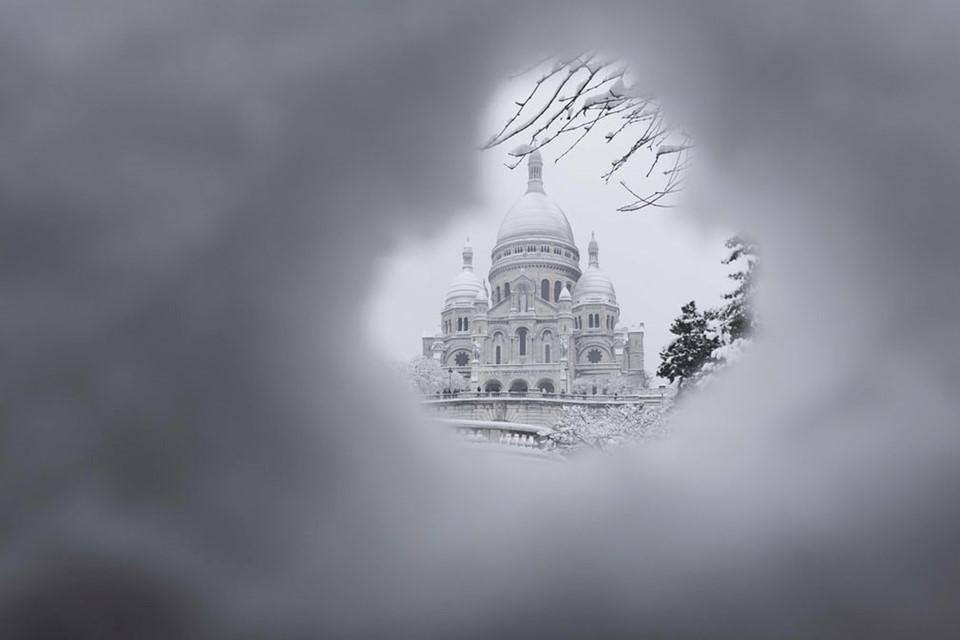 Paris một màu trắng xóa
