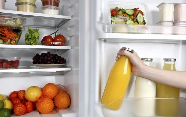 Rau củ không nên rửa mà chỉ cần nhặt bỏ phần bị hỏng, để ở nơi thoáng mát.