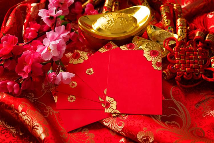 Màu đỏ là màu phổ biến trong dịp Tết Nguyên đán.