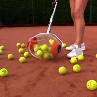 Video: Thiết bị giúp nhặt 60 quả bóng tennis trong giây lát