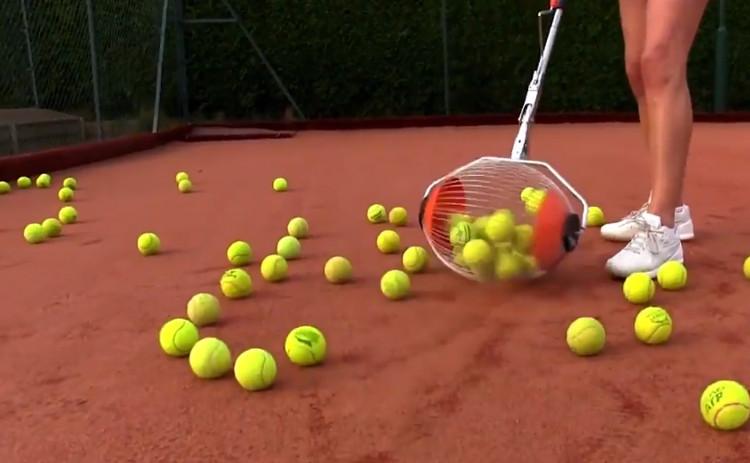 Thiết bị có thể chứa tối đa 60 quả bóng tennis.