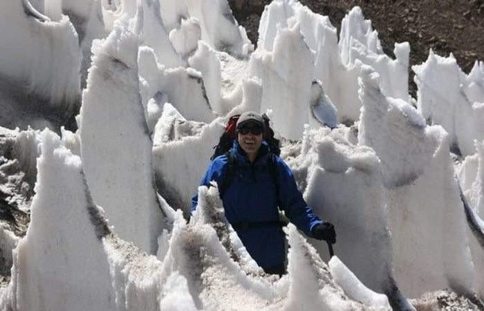 Thạch nhũ băng được hình thành từ tuyết hoặc băng cứng ở độ cao trên 4.000 mét.