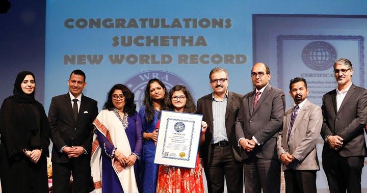 Suchetha Satish nhận kỷ lục guiness cho người hát được nhiều thứ tiếng nhất.