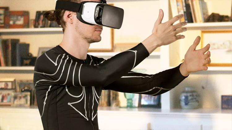 Bộ quần áo điều khiển game thực tế ảo VR.