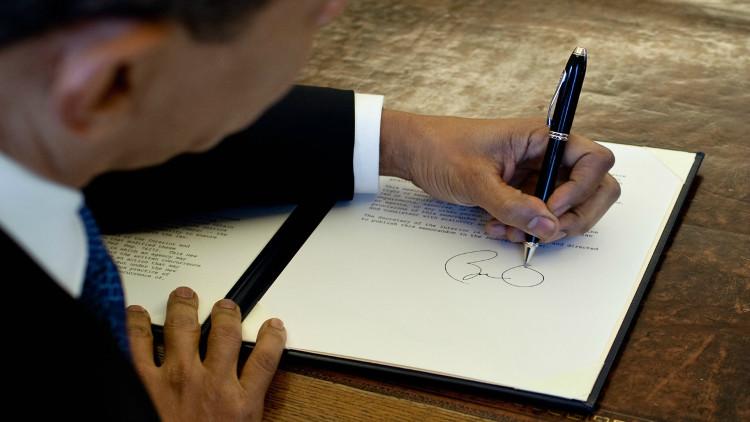 Cựu tổng thống Mỹ Barack Obama là người thuận tay trái.