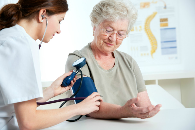 Người bị bệnh huyết áp cao cần cắt giảm lượng natri hấp thu vào cơ thể