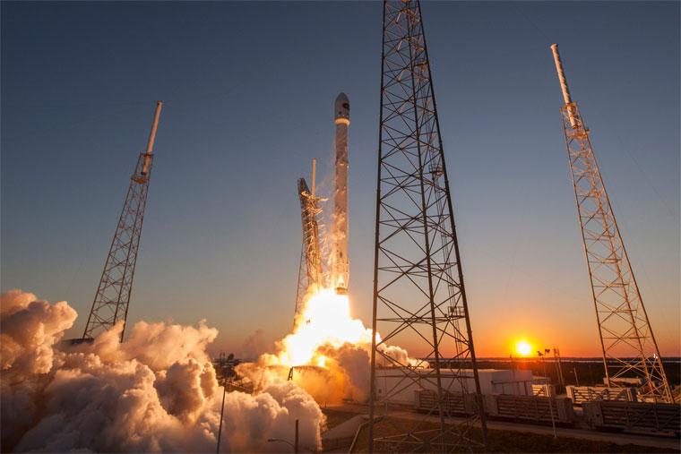 Tên lửa Falcon 9.
