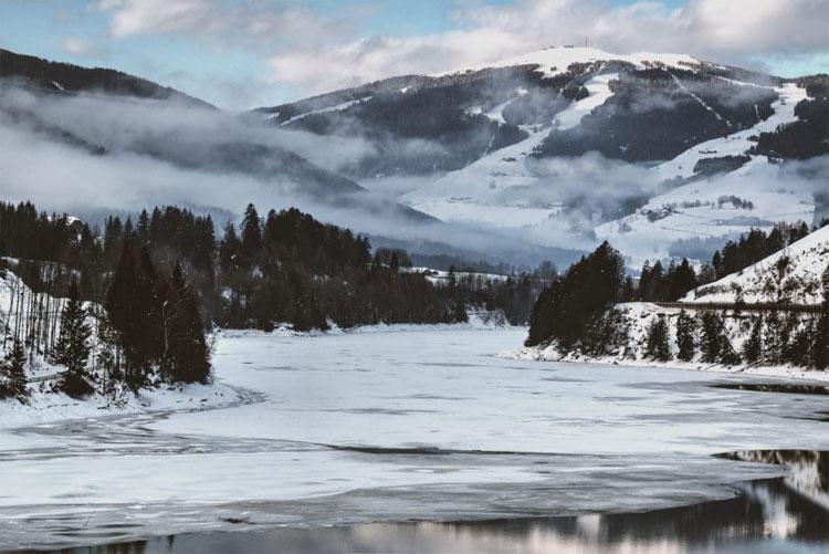 Quang cảnh dòng sông Lule vào mùa đông.