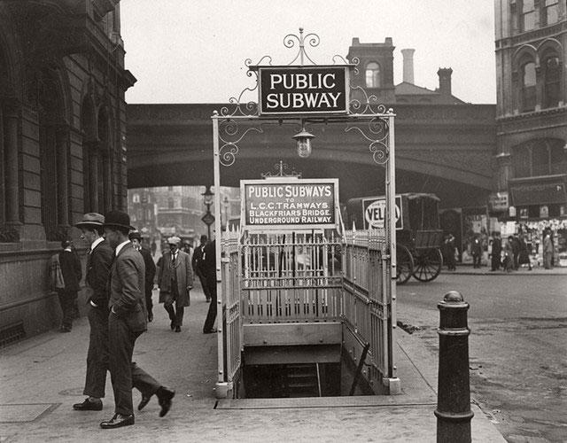 Lối vào nhà ga Blackfiears năm 1924.