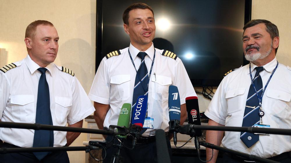 Cơ trưởng Konstantin Parikozha, người thực hiện an toàn pha hạ cánh khẩn cấp trên chiếc Boeing 777 chỉ còn 1 động cơ