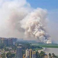 Hồ rộng hàng trăm hecta ở Ấn Độ bốc cháy hơn 30 tiếng