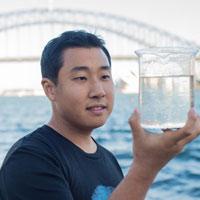 Phát minh mới dùng graphene tạo ra nước sạch từ nước biển ô nhiễm bằng một bước đơn giản